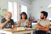 L'écrivain Ciro Auriemma (à gauche) aux côté du journaliste Mateo Sechi et de la traductrice Dominique Vittoz